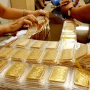 Giá vàng SJC dè dặt giảm theo thế giới